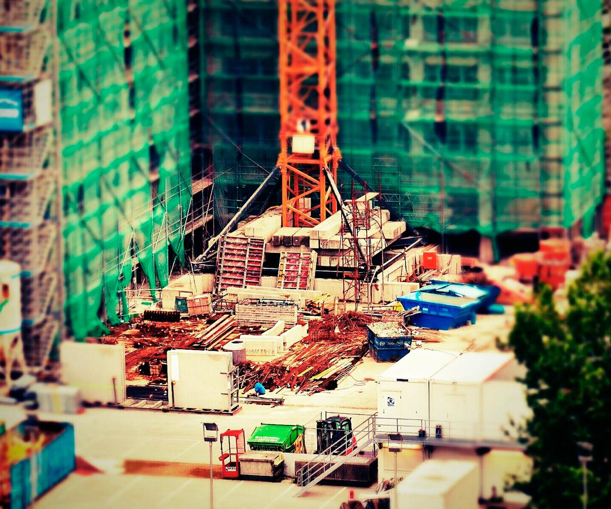 Locação de equipamentos para acelerar obras no varejo