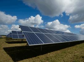 Economizar energia elétrica: comprando por um preço menor